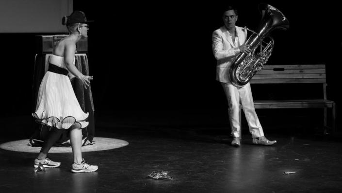 Groupe Ron et ses cuivrettes musique, théâtre, humour, comique, burlesque, cuivre, trompette, cornet, piccolo, bugle, saxhorn, alto, baryton, basse, euphonium, trombone, pichotte, pavillon, piston, coulisse, embouchure, sourdine, virtuose, fille, garçon, femme, homme, spectacle, clip, drôle, savant, film, bande originale, romantique, classique, baroque, renaissance, contemporain, glamour, strass, paillette, sexy, beau, belle, rêve, chevaux, meilleur, France, international, émotion, cascade, hors norme, fou, déjanté, immanquable